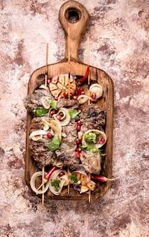 Shish kebab ou shashlik grillé