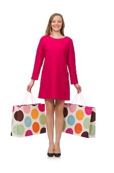 Shopper fille en robe rose tenant des sacs en plastique