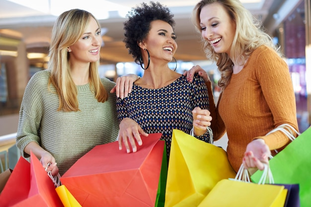 Shopping réussi avec les meilleurs amis