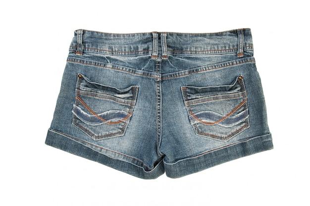 Short en jeans isolé sur blanc