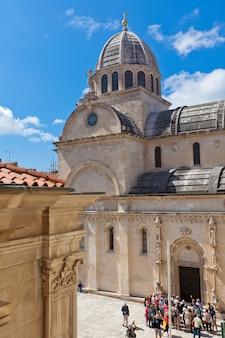 Sibenik, croatie - 30 avril 2014 : cathédrale saint-jacques de sibenik, croatie. patrimoine mondial de l'unesco