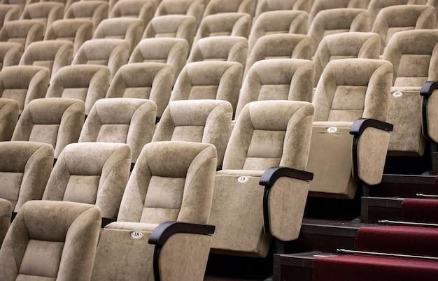 Sièges confortables dans le théâtre