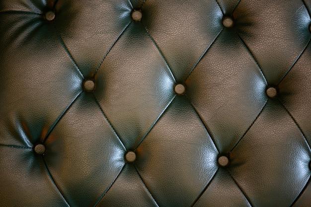 Sièges en cuir noir utilisés pour fabriquer une chaise