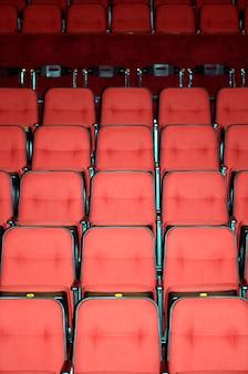 Sièges vacants d'un théâtre