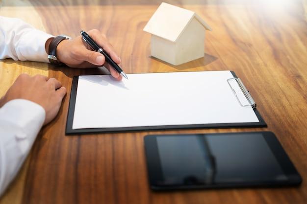 Signature du contrat, conditions convenues et demande approuvée