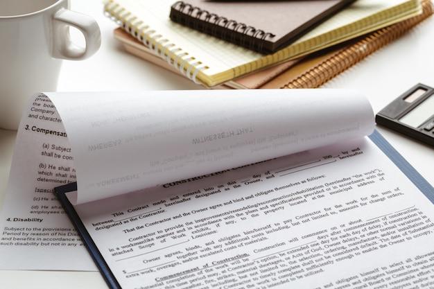 Signature du contrat légal - contrat d'achat-vente immobilier