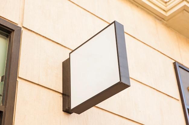 Signe de la boutique blanche carrée