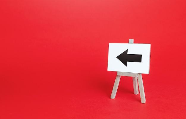 Signe de chevalet flèche gauche pointeur de direction aide à la navigation minimalisme publicité et attirer l'attention rediriger le trafic