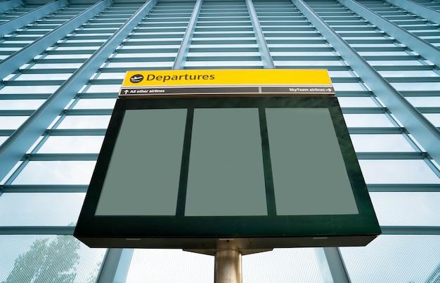 Signe de départ et d'arrivée de l'aéroport à heathrow, londres
