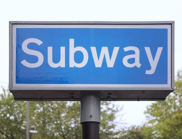Signe de métro bleu