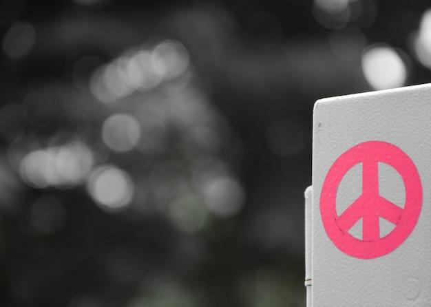 Signe de paix rose
