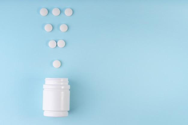 Signe de point d'exclamation, marque de pilules de médecine pharmaceutique.