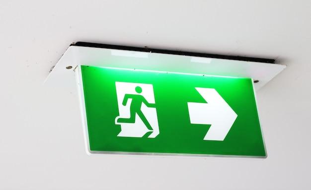 Signe de sortie de secours dans le bâtiment
