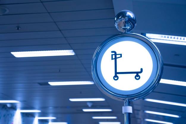 Signe de stationnement de chariot à l'aéroport