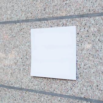 Signe vide sur la maquette du mur