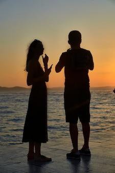 Silhouette au coucher du soleil de zadar