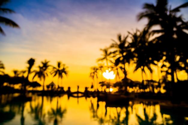 Silhouette cocotier autour de la piscine