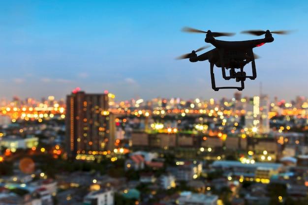 Silhouette de drone volant