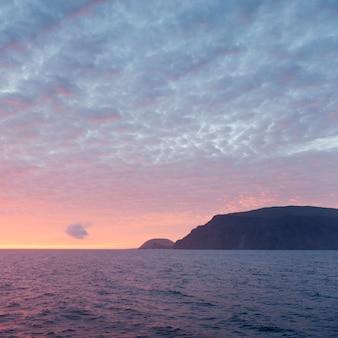 Silhouette, de, a, île, dans, les, océan pacifique, île isabela, îles galapagos, equateur