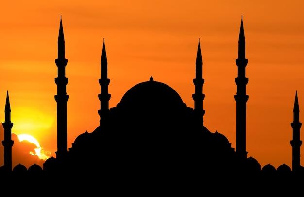 Silhouette de mosquée quand le soleil se couche