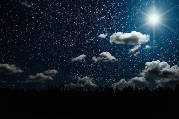 Silhouette d'un père noël goth volant sur fond de ciel nocturne. éléments de cette image fournis par la nasa
