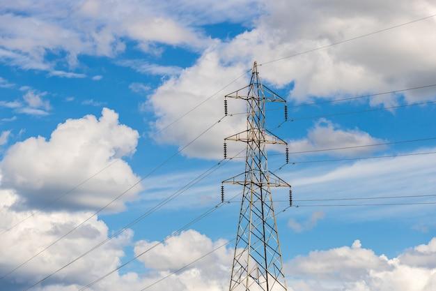 Silhouette de structure de poteau électrique haute tension
