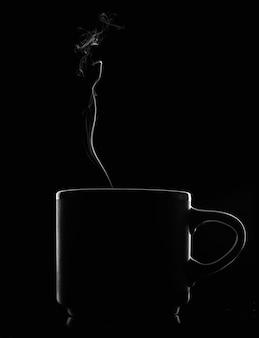 Silhouette d'une tasse avec de la fumée