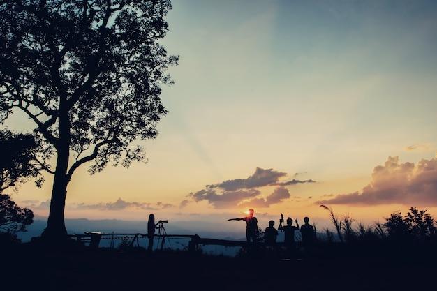 Silhouette touristique s'amuser