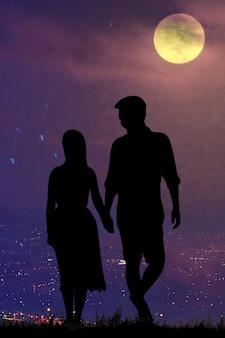 Siluette, amante dans la nuit de la pleine lune.
