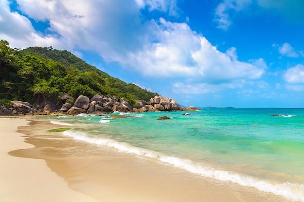 Silver beach sur l'île de koh samui