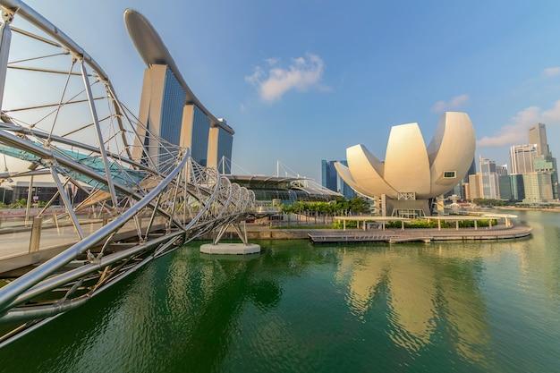 Singapour-14 mars 2015 : singapour skyline et vue sur marina bay