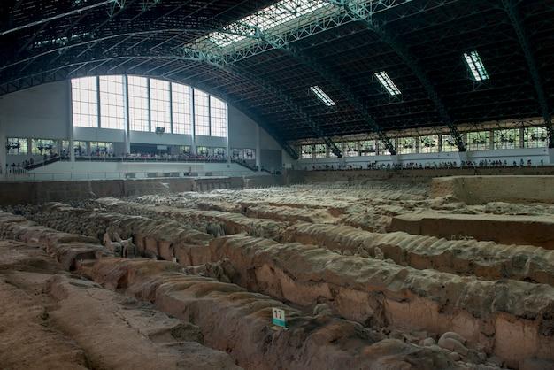 Site d'excavation au musée de l'armée des terracotta warriors, xi'an, chine
