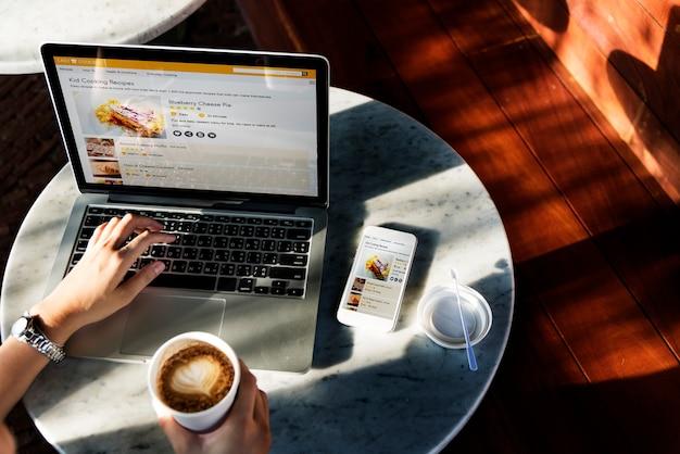 Site de recette de pâtisserie sur ordinateur portable