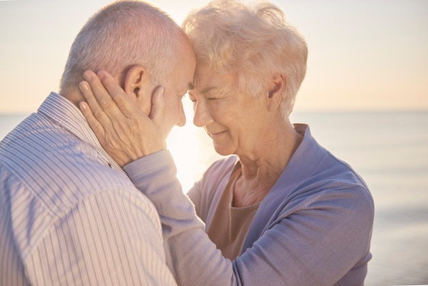 Situation calme du mariage senior