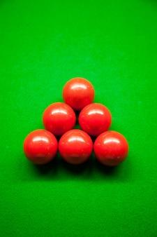 Six boules rouges et snook.