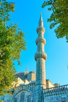 L'un des six minarets de la mosquée bleue (sultanahmet camii) à istanbul, turquie
