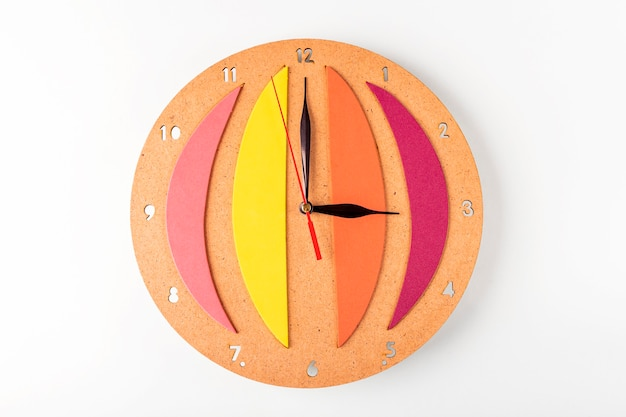 Sixième étape de la fabrication d'une horloge murale diy