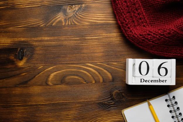 Sixième jour du calendrier du mois d'hiver décembre avec espace de copie.