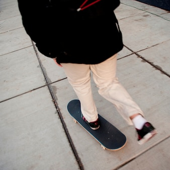 Skateboard sur le trottoir à boston, massachusetts, usa