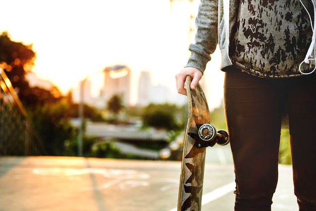 Skater girl out dans la ville