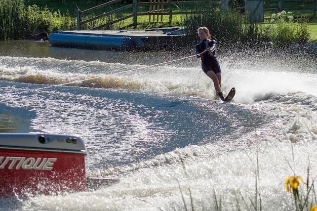 Ski nautique au lac wiremill près de felbridge surrey