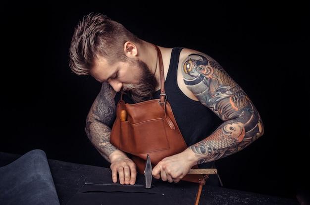 Skinner crée un nouveau produit en cuir dans la boutique