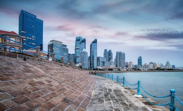 Skyline de l'architecture moderne de qingdao