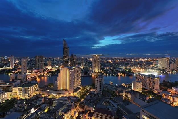 Skyline de bangkok la nuit
