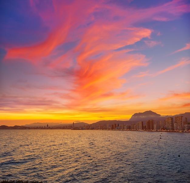 Skyline de benidorm au coucher du soleil à alicante