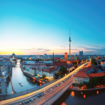 Skyline de berlin dans la soirée