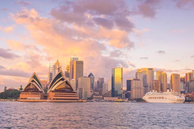 Skyline du centre-ville de sydney en australie depuis la vue de dessus au coucher du soleil
