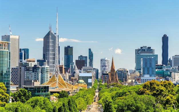 Skyline de melbourne depuis les parcs de kings domain - australie