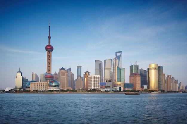 Skyline de shanghai avec des gratte-ciel urbains modernes, chine