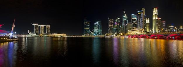 Skyline de singapour au panorama de nuit
